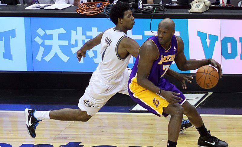 Lamar Odom (right), during a 2010 NBA game. Image courtesy of Keith Allison (CC-BY-SA 2.0)